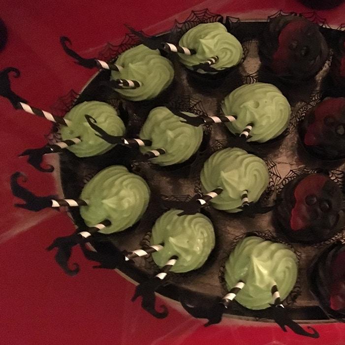 Chokladcupcakes med grön cream cheese frosting